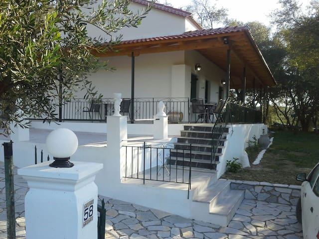 The Vine House, detached 2 bed villa, sea view . - Perivoli - Willa