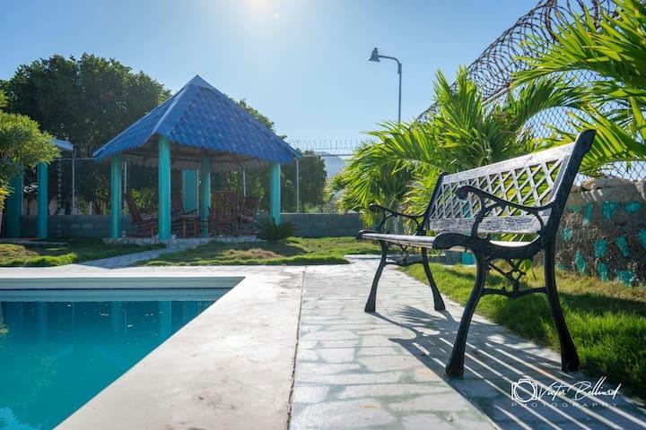 Villa Naily piscina 🏊♂️ Y acceso directo a la playa🏝