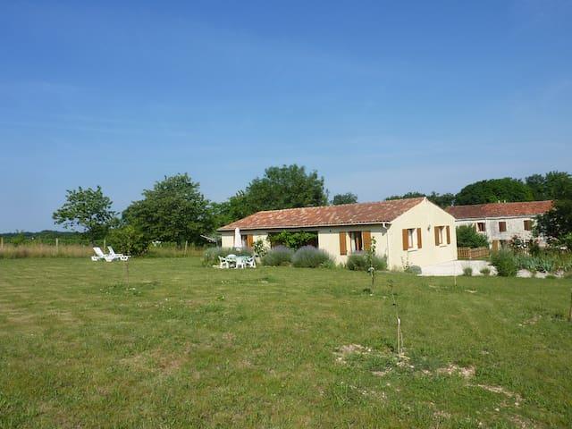 Villa tranquille - Saint-Pierre-de-Juillers - Vila