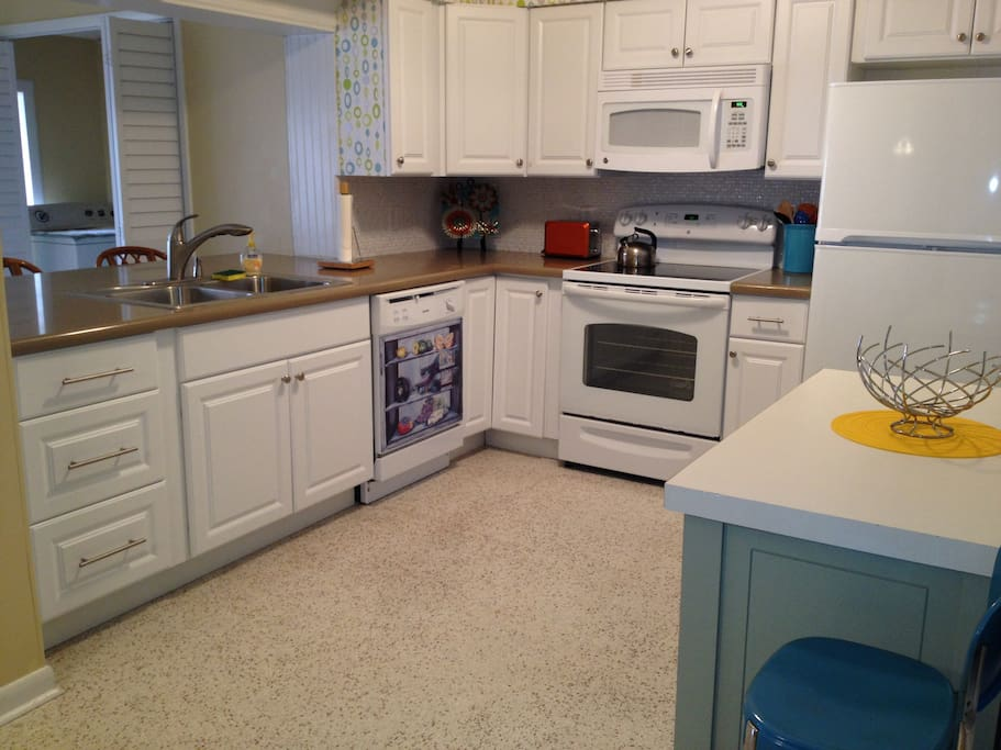 All new Kitchen open to Dining area and Florida Room