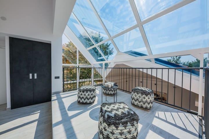 Glass villa: boat trip, pool, jacuzzi, 250m ttb