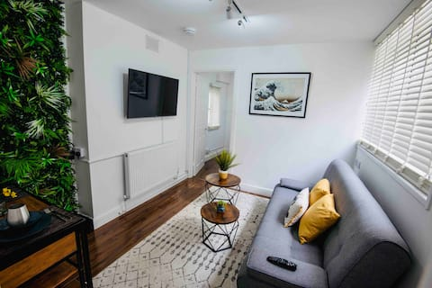 ★ Central Modern Apartment ★  Private Courtyard