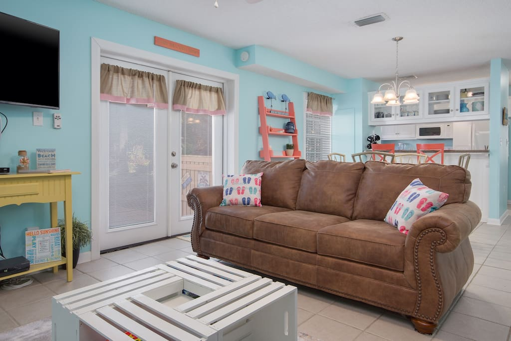 Enjoy hanging out with the family in this bright, cheery living room, complete with a Queen sleeper sofa.