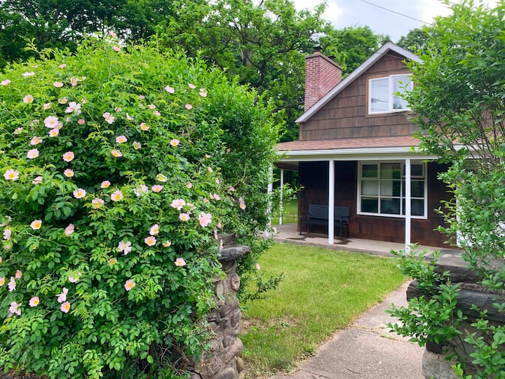 Chic cottage retreat: Saugerties/Woodstock & HITS.