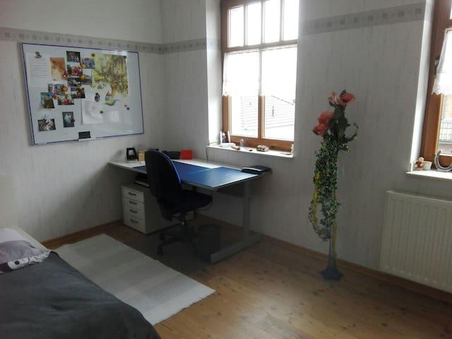 Sonniges Zimmer in Alpen-Villa - Alpen - Huis