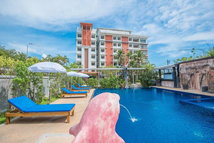 Monthly offer Room withbalcony clost to Soi Ta-Eid