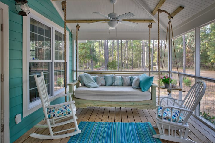 WOW! HGTV FEATURED! SWING BED! HI SPEED INTERNET!