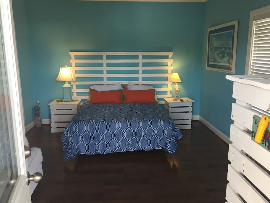 Entrance - Bed with memory foam mattress