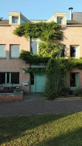 Chambre dans un quartier calme - Ottignies-Louvain-la-Neuve - Haus