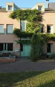Chambre dans un quartier calme - 奥蒂尼-新鲁(Ottignies-Louvain-la-Neuve) - 独立屋