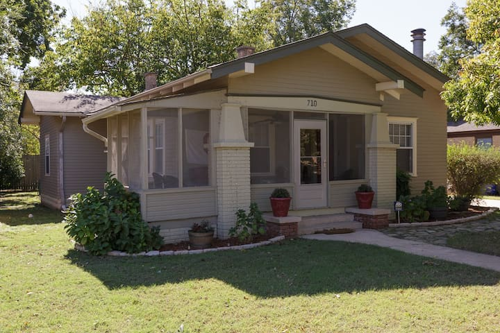 Brooks Bungalow STEPS away from OU stadium