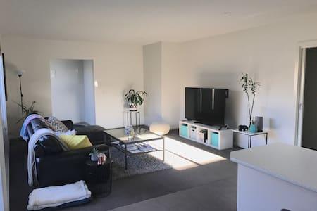 Quiet - Clean - Comfortable House - Hamlyn Heights