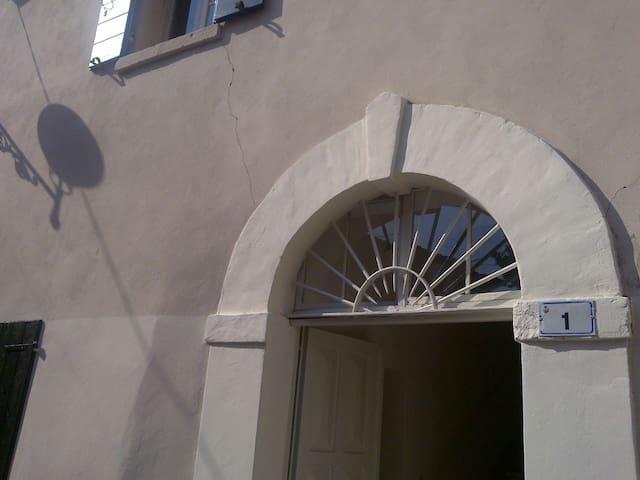 casa antica sulle colline di Riccione vista mare