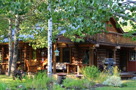 Classic log home with everything - Hailey