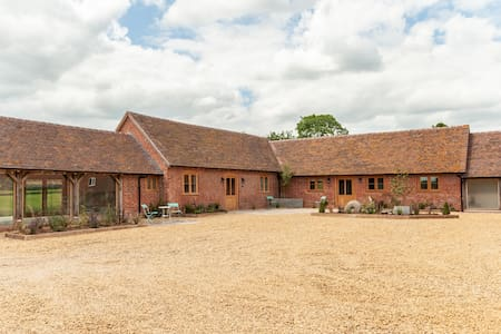 Sleeps 12  Luxurious Barns. Peaceful setting.