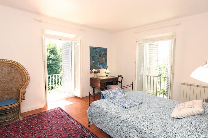 2 private bedrooms in a Large Italian Villa