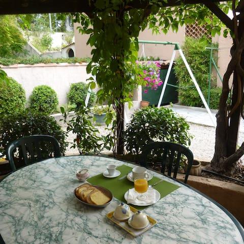 chambre et petit déjeuner dans maison ,Aix - Aix-en-Provence - Huis
