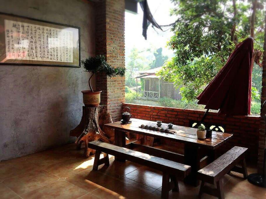 大厅角落的小茶桌,适合三两好友泡茶聊天