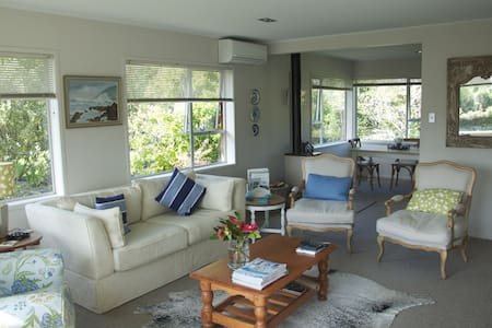 Boltwood Holiday Home - Point Wells  Matakana