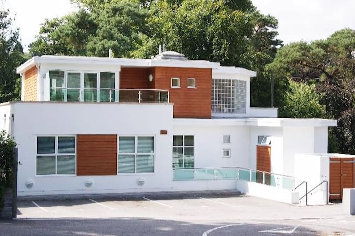 Luxury 2 bedroom apartment and view - Bournemouth - Pis