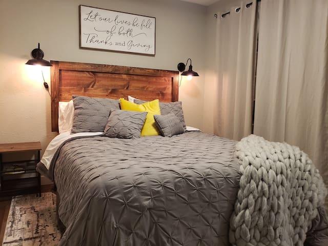 Cozy 1-Bedroom Oasis Conveniently Located