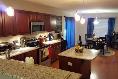 large but cozy 3br 1.5ba house miles from downtown - Nashville - Ev