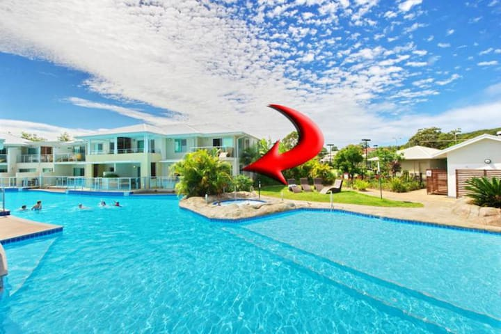 142 'Oaks Pacific Blue', 265 Sandy Point Road - swim out unit with air con & Linen