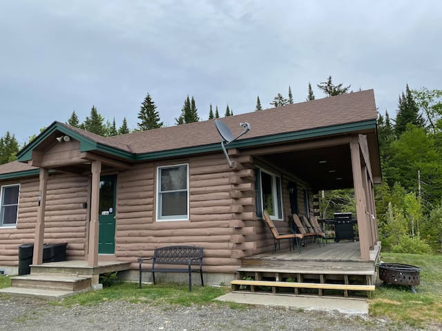 2 BR Cabin with Direct Trail Access