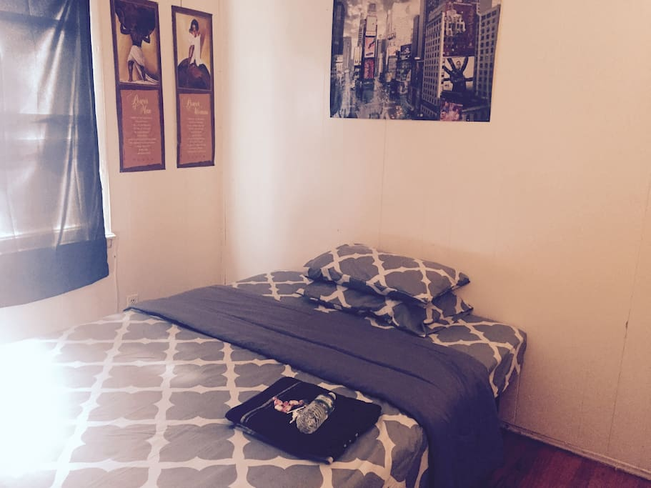 Cheap Large Bedroom W Workdesk 10min To Jfk Mall H User Zur Miete In Queens New York