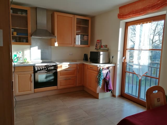 Günstiges Zimmer mit Küche zum Mitbenützen