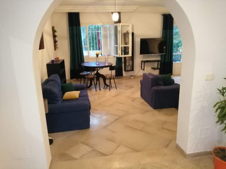 THE BIG HOMELY*20 Min to Aeroport&7 Min to the Sea
