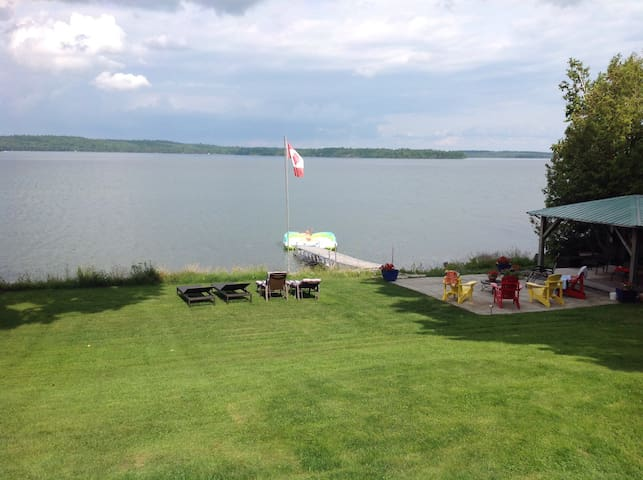 Stunning lake view from studio apt.on Lake Clear - Eganville - Apartment