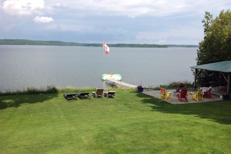Stunning lake view from studio apt.on Lake Clear - Eganville - Apartamento