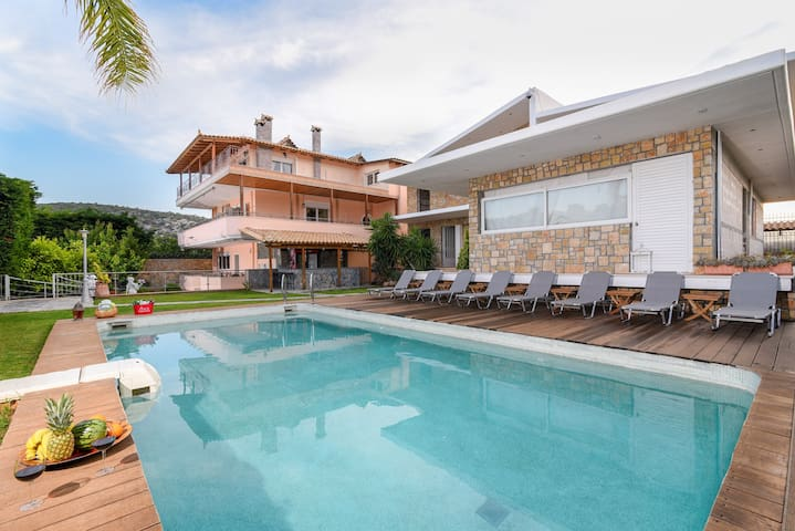 Luxury Villa, with private pool, near the airport