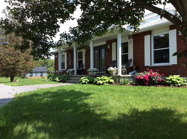 Carol's B&B (Willow Room) - Hillier - Bed & Breakfast
