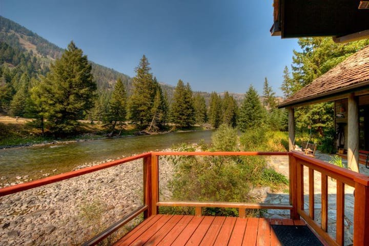 Fly Fishing House with Hot Tub on Gallatin River!