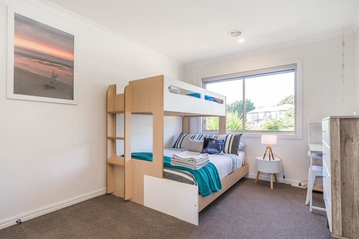 Bedroom 3 on middle level