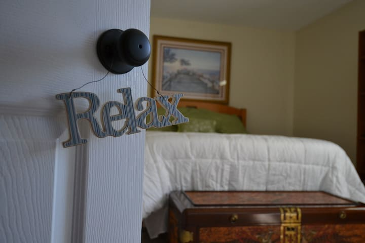Private Bed & Bath, walking distance to the Bay