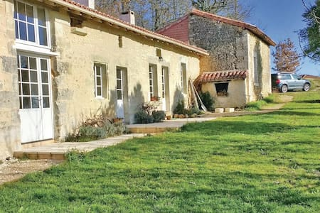 Holiday cottage with 2 bedrooms on 80m² in Bonnes