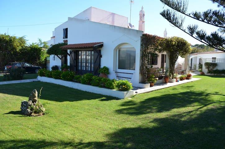 Casa-5pax, terraço, jardim, parking. WiFi e TV