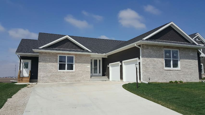 Comfortable spacious 3bed/2bath-5miles from Campus