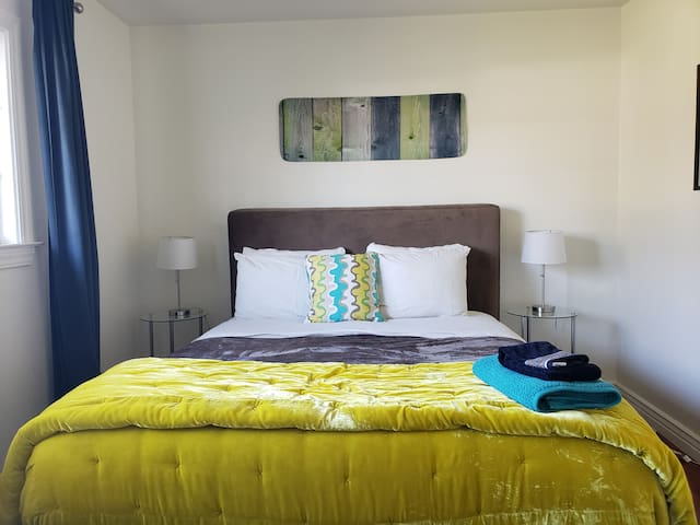 Santa Clara  private room queen bed shared home