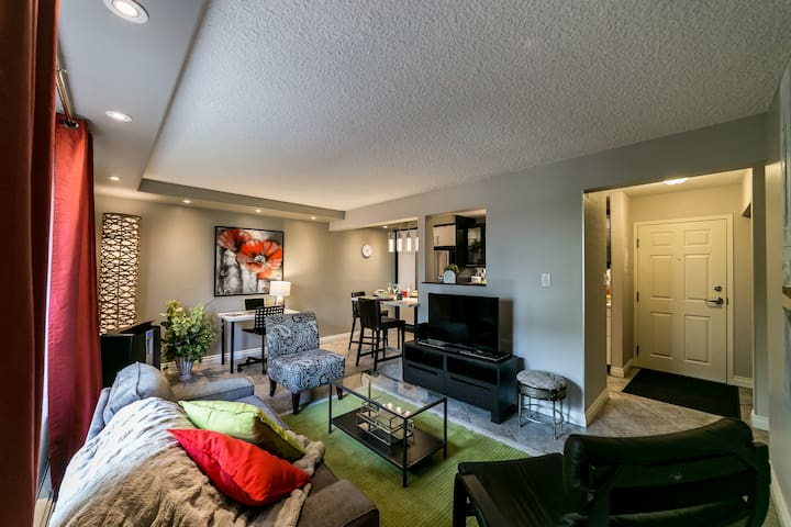 Centrally Located,  3 Beds, Economical Sleeps 4!
