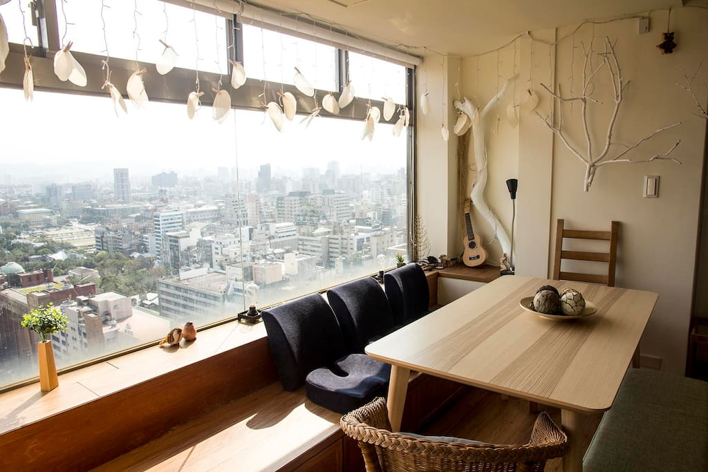 全新裝潢,城市中環抱大自然, , 呼應二二八和平公園景色 Newly designed to stay close to the nature in the heart of Taipei,