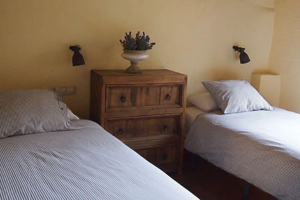 Habitació 1 ( 2 llits individuals)