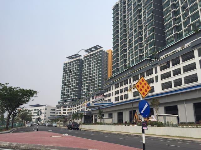 Vista Alam Suite ***Bandar Shah Alam Seksyen 14***