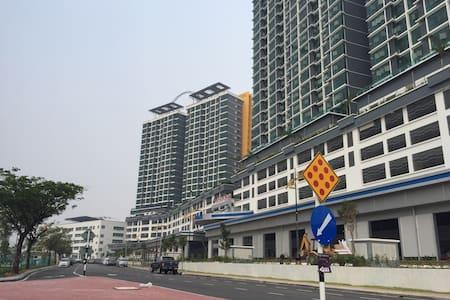 Vista Alam Suite ***Bandar Shah Alam Seksyen 14*** - Shah Alam - Apartmen