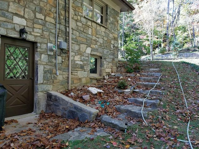 Stone house apartment - Maggie Valley - Apartment