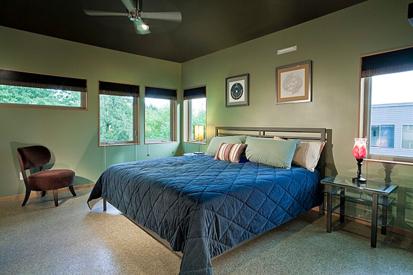 Guest Bedroom w/King size bed (Southeast - faces backyard)