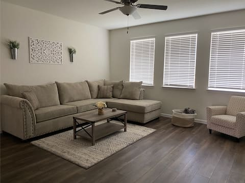 NEW beautiful smart home 15 mins to downtown!